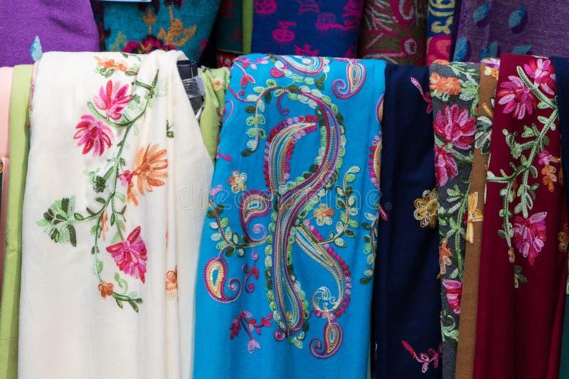 五颜六色的传统围巾 免版税库存图片