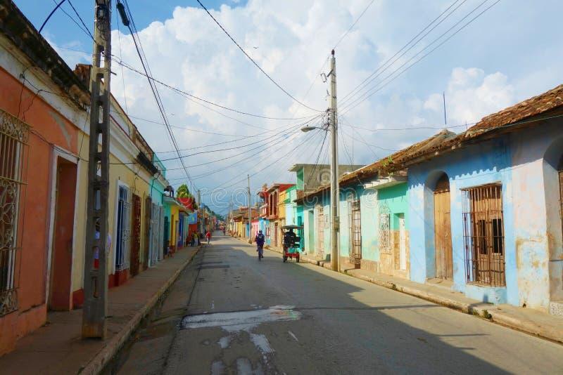 五颜六色的传统房子在特立尼达的殖民地镇在古巴,联合国科教文组织世界遗产名录站点 库存图片