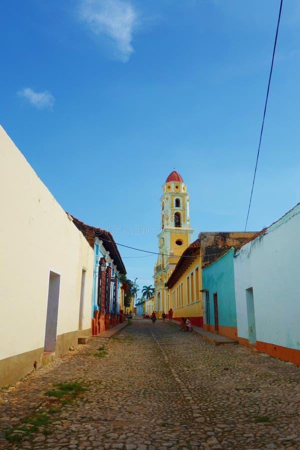 五颜六色的传统房子在特立尼达的殖民地镇在古巴,联合国科教文组织世界遗产名录站点 免版税库存图片