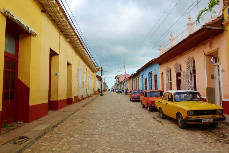 五颜六色的传统房子在特立尼达的殖民地镇在古巴,联合国科教文组织世界遗产名录站点 库存照片