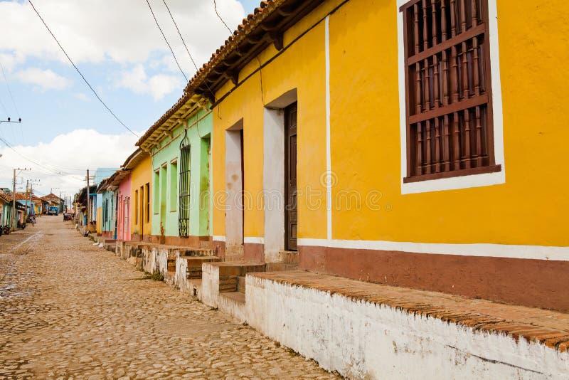 五颜六色的传统房子在殖民地镇特立尼达,古巴 库存照片