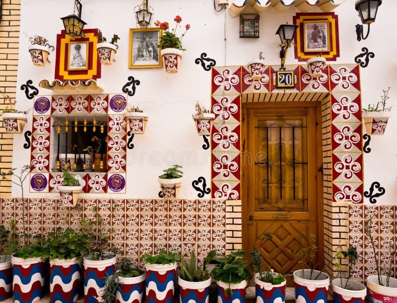 五颜六色的传统议院在阿利坎特,西班牙 库存照片