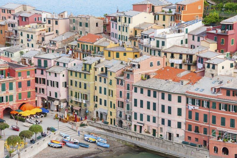 五颜六色的住宅房子在五乡地,意大利 库存照片