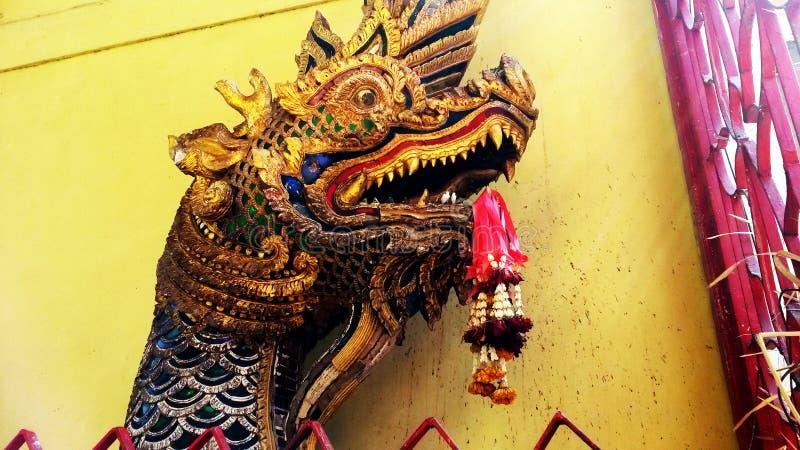 五颜六色的佛教龙 免版税库存图片