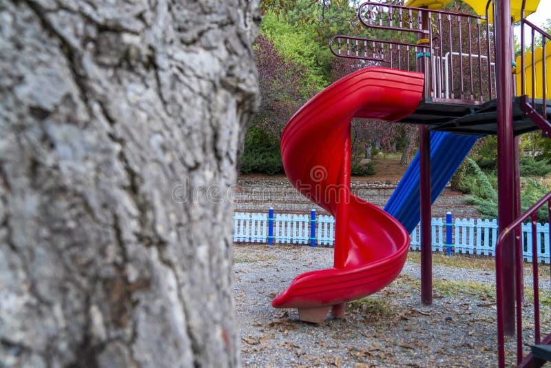 五颜六色的儿童操场活动在公园 免版税库存照片