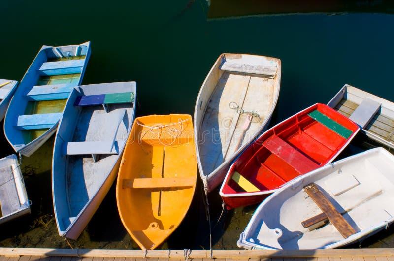 五颜六色的充气救生艇 免版税库存照片
