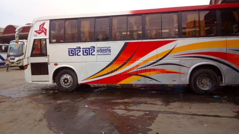 五颜六色的公共汽车 免版税库存图片