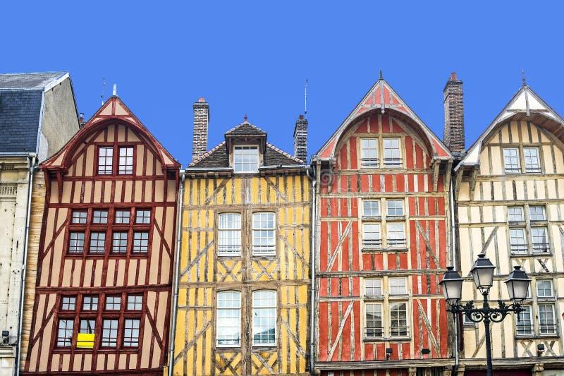 五颜六色的半房子用了木材建造troyes 免版税库存图片
