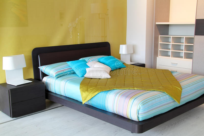 五颜六色的卧室 免版税库存图片