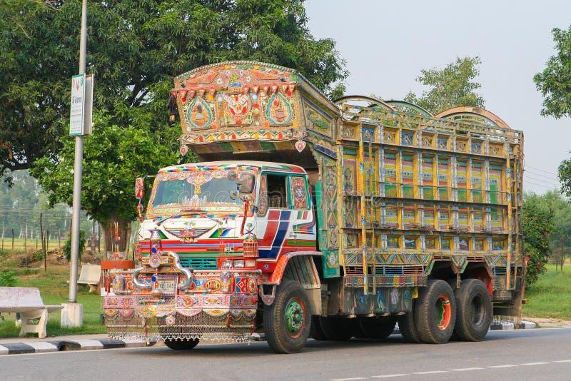 五颜六色的印第安卡车 库存图片