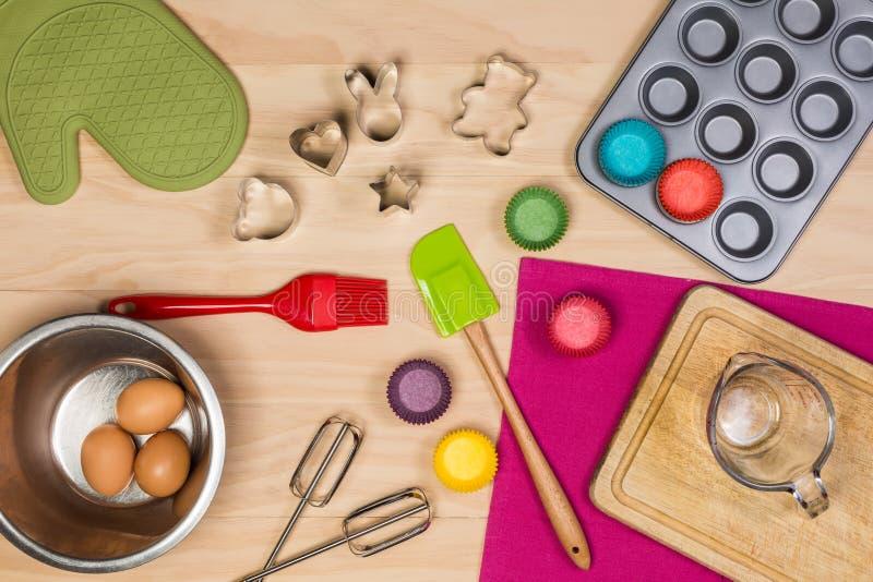 Download 五颜六色的厨房器物 库存照片. 图片 包括有 厨具, 烹调, 厨师, 手套, 厨房, browne, 搅拌机 - 62528268