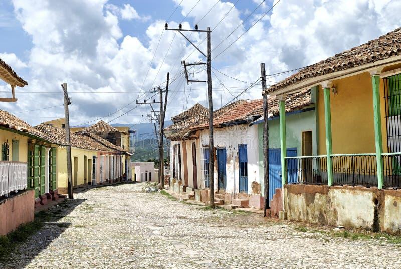 五颜六色的古巴街道特立尼达 库存照片