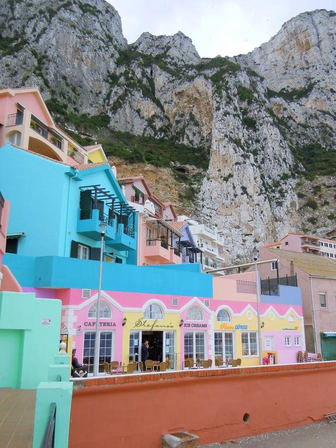 五颜六色的咖啡馆和房子 库存照片