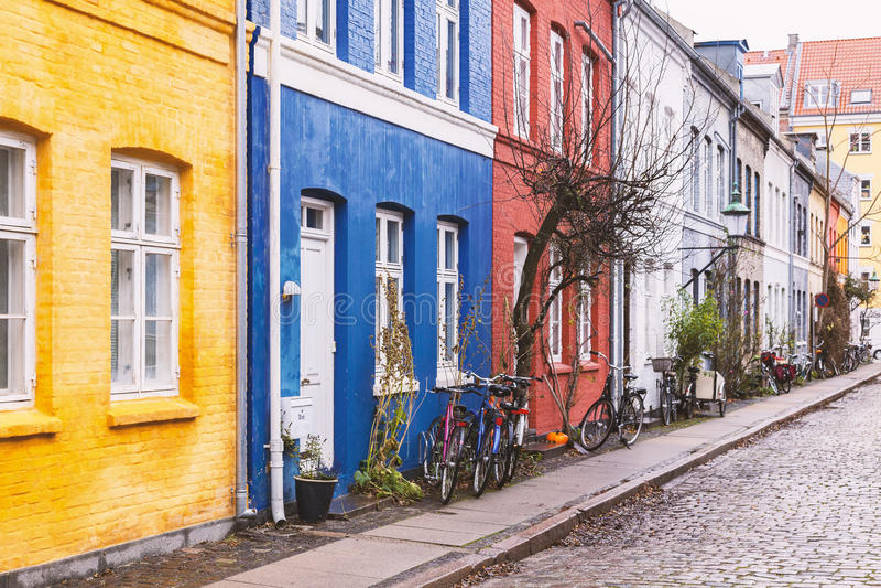 五颜六色的哥本哈根街道 免版税库存照片