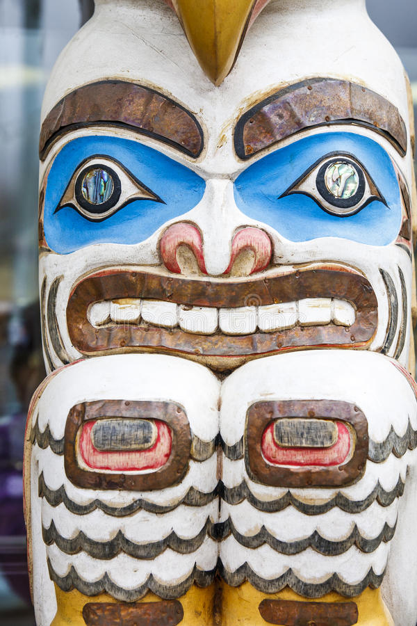 五颜六色的因纽特人图腾在阿拉斯加 免版税库存照片