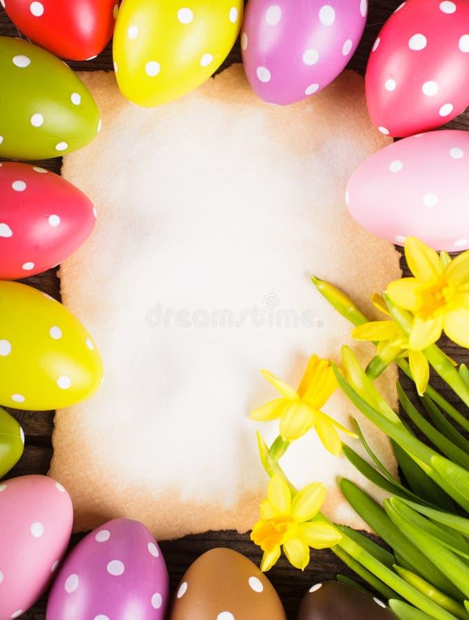 复活节彩蛋和卡片 免版税库存照片