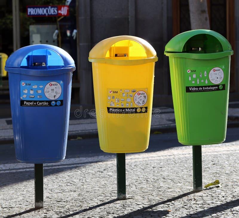 五颜六色的垃圾箱在丰沙尔,马德拉 图库摄影