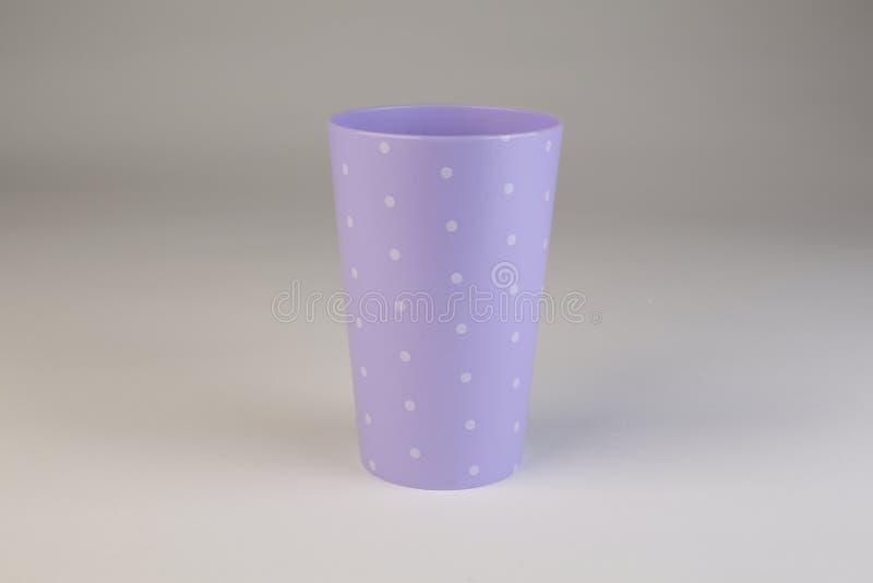 五颜六色的塑料杯 免版税库存照片