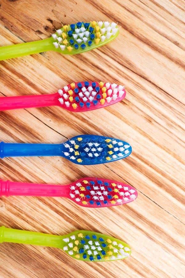 五颜六色的塑料牙刷 库存照片