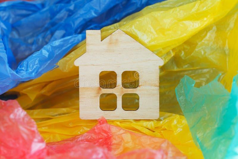 五颜六色的塑料的微型木房子 库存照片