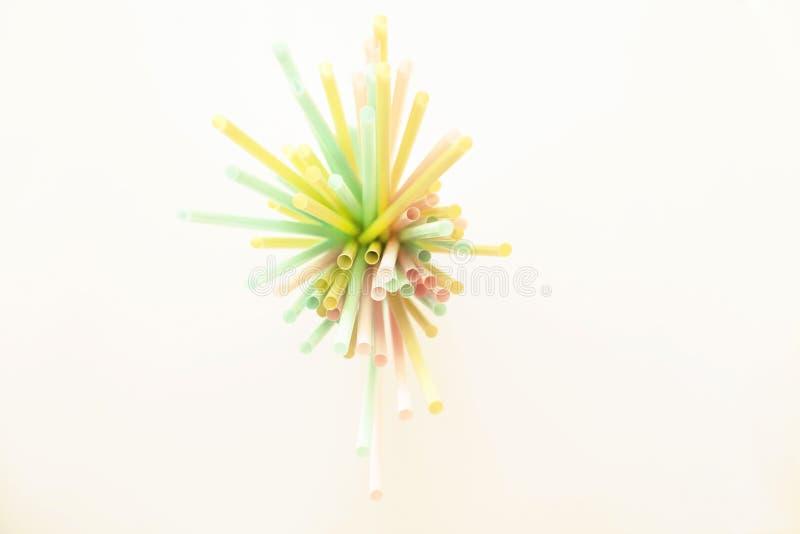 五颜六色的塑料饮用的管的汇集 库存图片