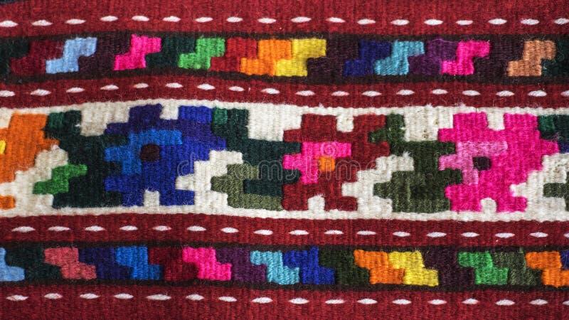 五颜六色的塞尔维亚样式地毯表面和手工制造地毯 图库摄影