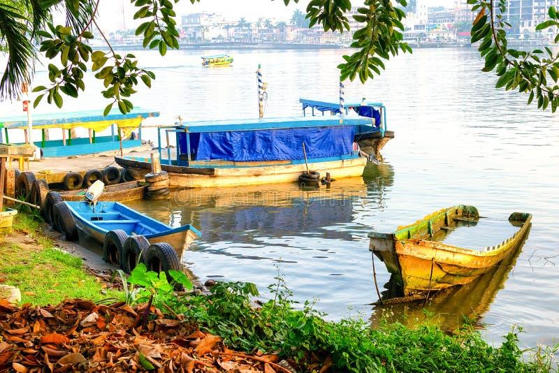 五颜六色的墨西哥土气小船 免版税库存照片