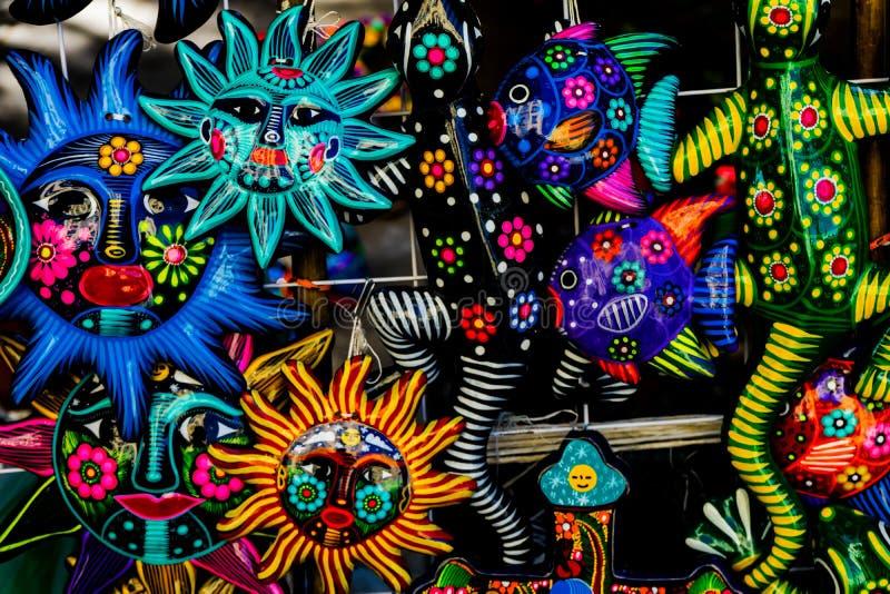 五颜六色的墨西哥陶瓷太阳面对工艺品瓦哈卡华雷斯墨西哥 图库摄影