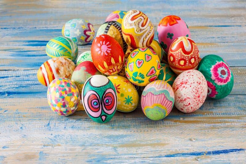 五颜六色的复活节彩蛋集 图库摄影