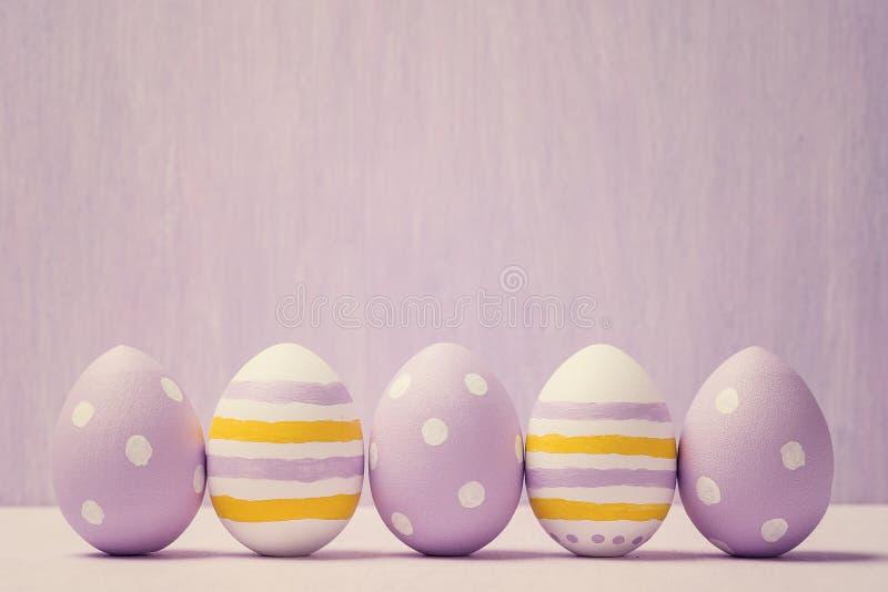 五颜六色的复活节彩蛋 背景复活节彩蛋 图库摄影