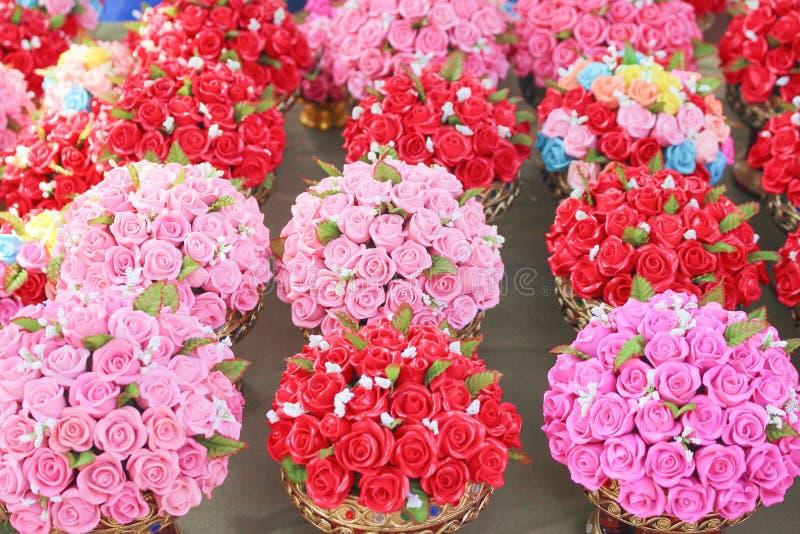 五颜六色的多彩多姿的装饰花微型黏土玫瑰,自然样式待售 图库摄影