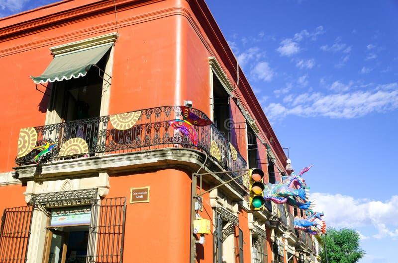 五颜六色的大厦在瓦哈卡 库存照片