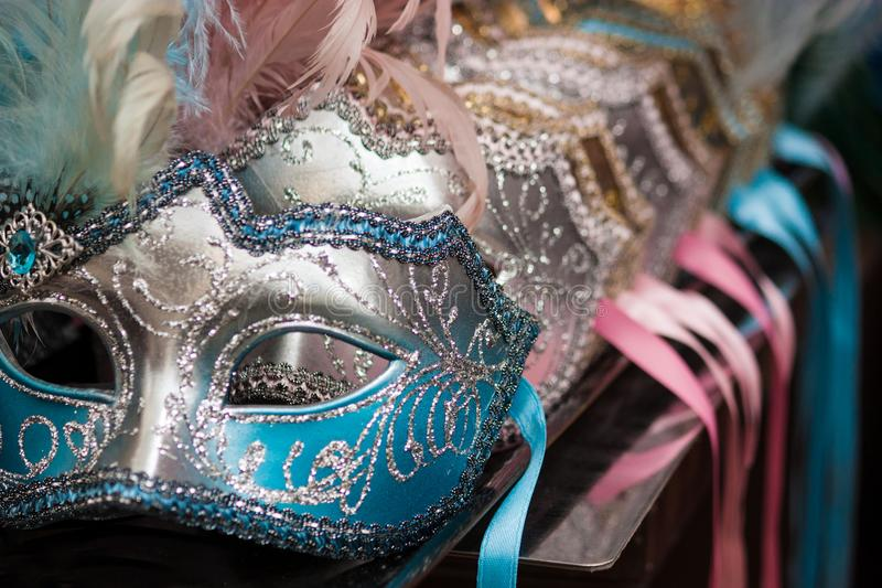 五颜六色的威尼斯式面具蓝色 库存照片