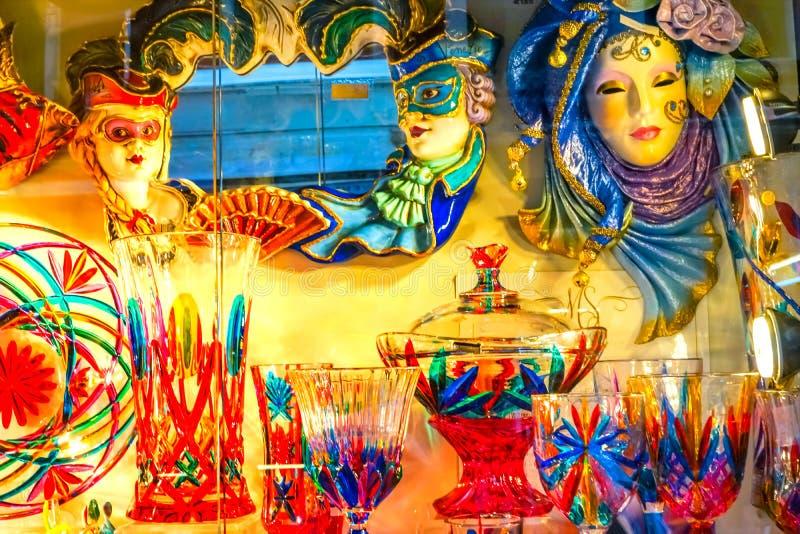 五颜六色的威尼斯玻璃器皿掩没威尼斯意大利 库存照片