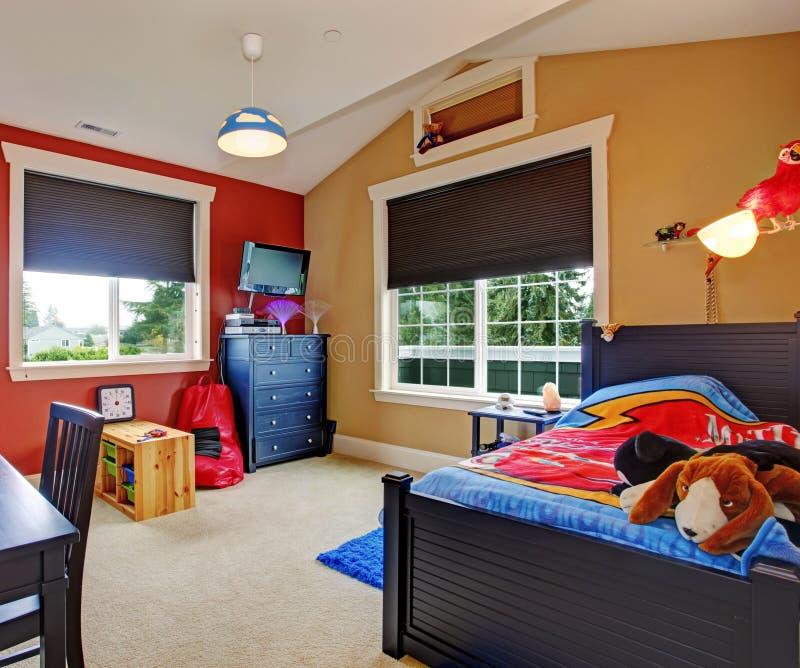 五颜六色的孩子室内部 免版税库存图片