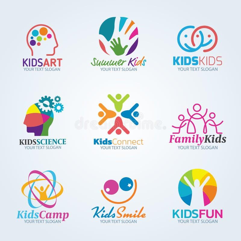 五颜六色的孩子艺术商标传染媒介布景 皇族释放例证