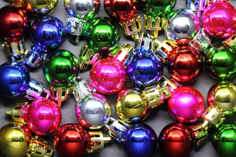 五颜六色的小圣诞节球 库存照片