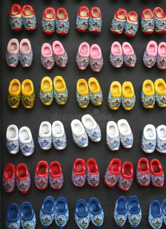 五颜六色的小木鞋子在阿姆斯特丹 免版税库存照片