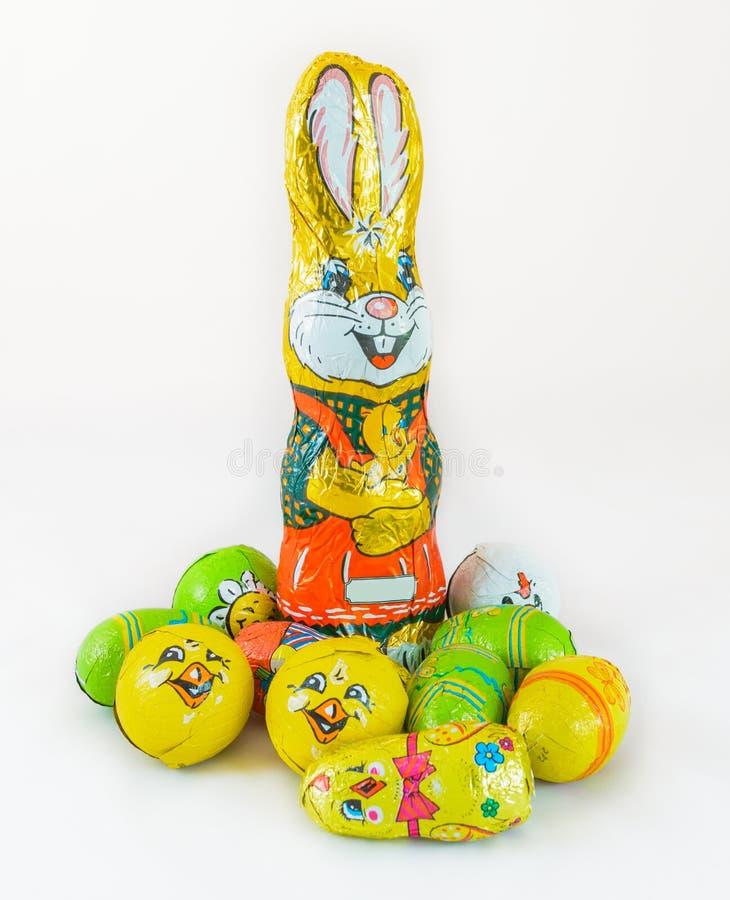 五颜六色的小的巧克力复活节兔子鸡蛋 免版税库存图片