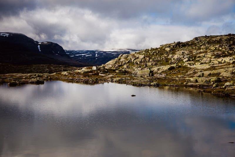 挪威山风景 库存照片 - 图片 包括有 红色, 北欧人: 100189346图片