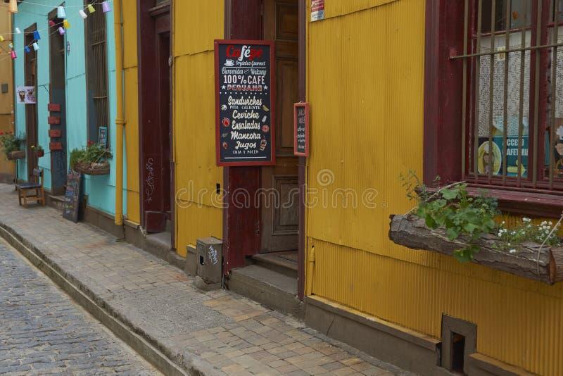 五颜六色的巷道在瓦尔帕莱索,智利 库存图片