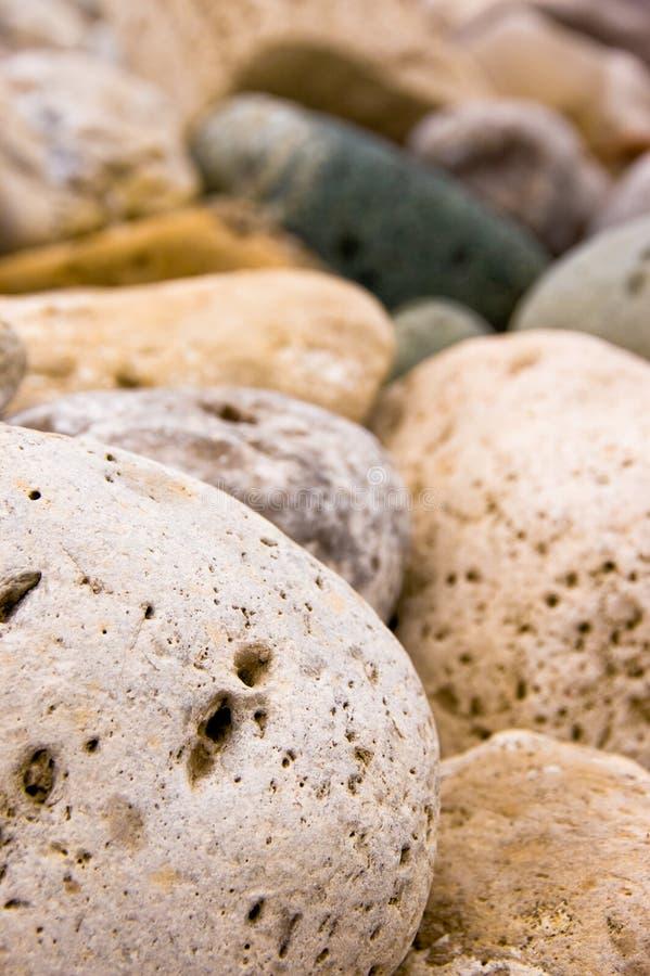 五颜六色的庭院岩石 免版税库存照片