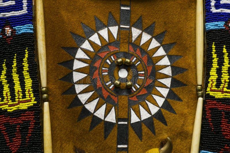 五颜六色的当地美洲印第安人服装细节 免版税库存照片