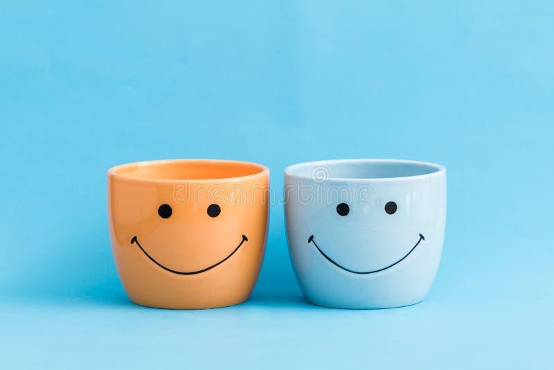 五颜六色的微笑的乐趣花盆 库存照片