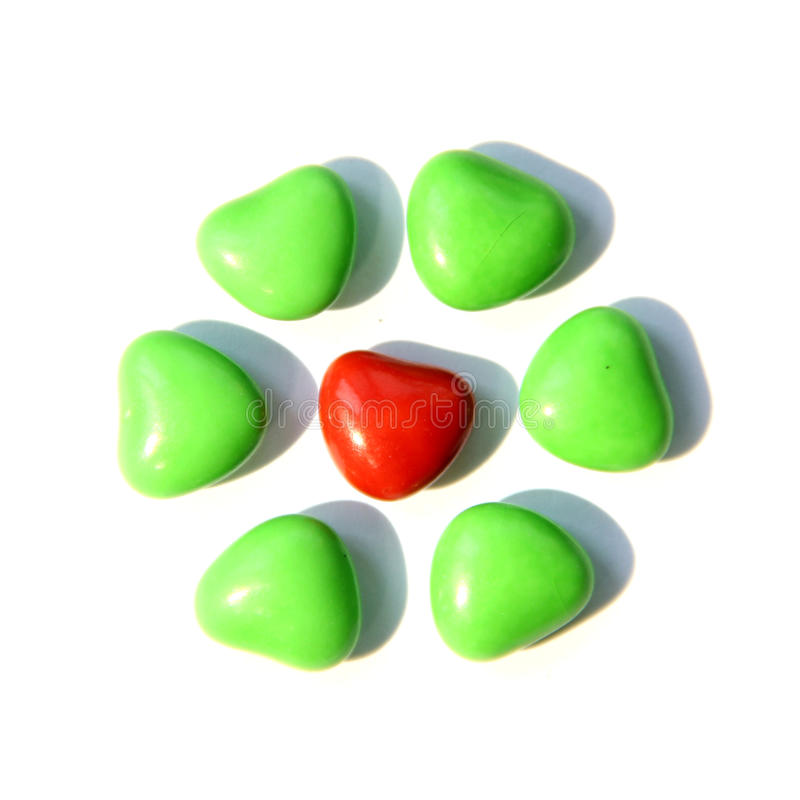 五颜六色的心脏形状糖果 免版税图库摄影