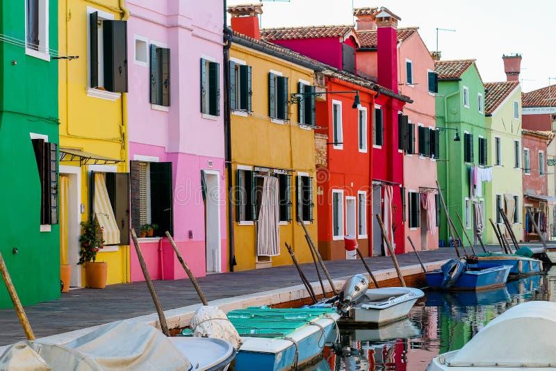 五颜六色的意大利房子 免版税库存图片