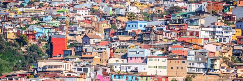 五颜六色的房子全景瓦尔帕莱索智利小山的  免版税库存照片
