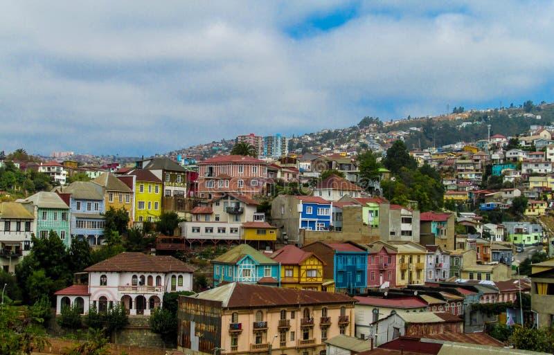 五颜六色的房子在城市瓦尔帕莱索 库存照片