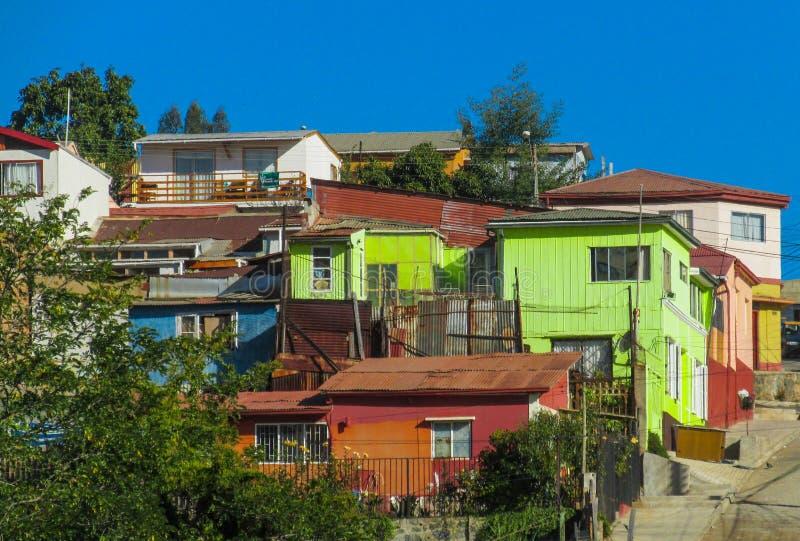 五颜六色的房子在城市瓦尔帕莱索 图库摄影