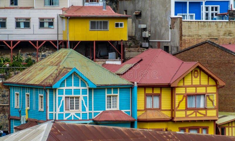 五颜六色的房子在城市瓦尔帕莱索 库存图片